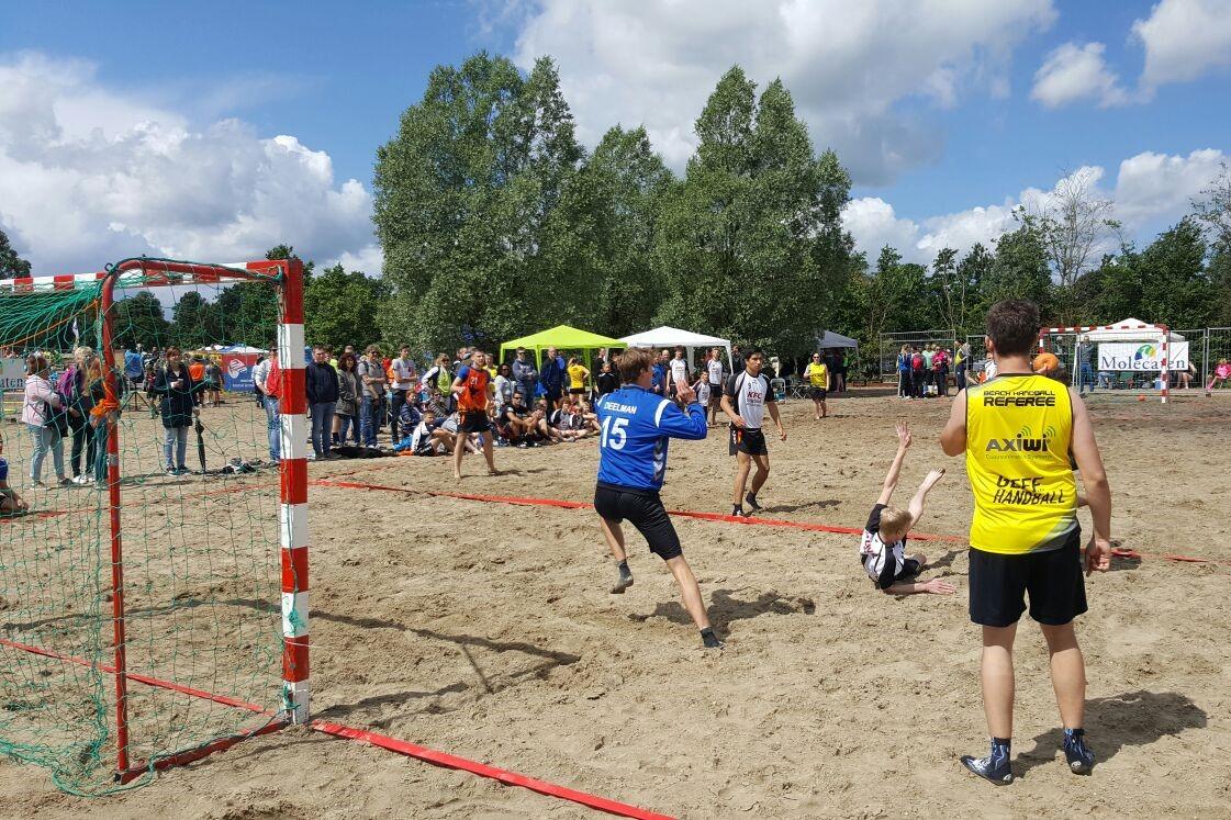 /wireless-communication-system-beach-handball-dutch-championship-referee-axiwi