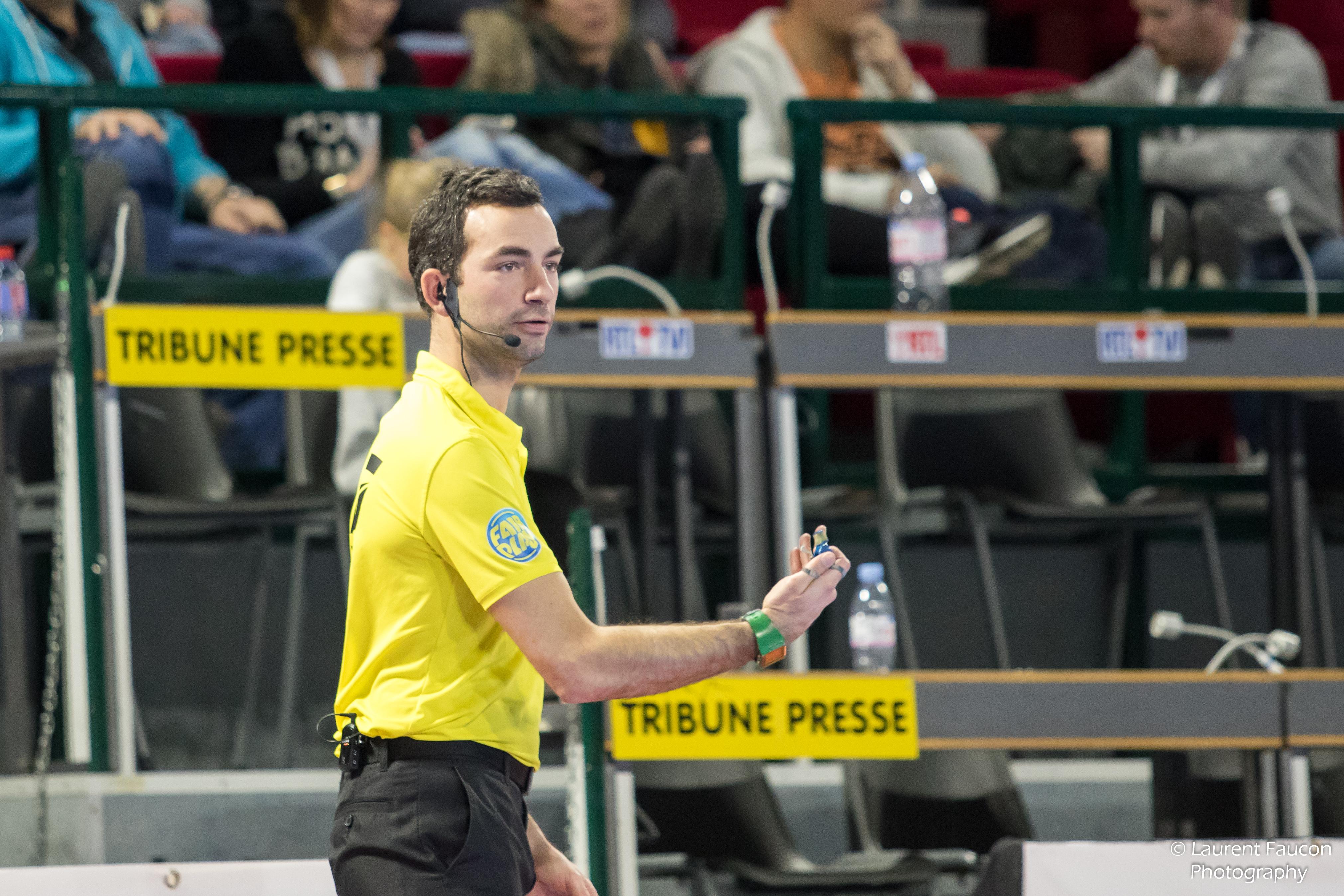 Axiwi-bezprzewodowy system komunikacyjny dla hokeja-sędziowie-zalety